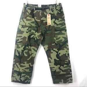 NEW Levis Carrier Cargo Army camo belted pants